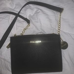 Steve Madden Bgreer Crossbody Black w/ Gold chain